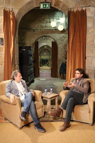 Josep Pons i Oriol Broggi, directors musical i escènic, conversen al soterrani de la Biblioteca de Catalunya sobre La flauta màgica. Foto: Agustí Ensesa